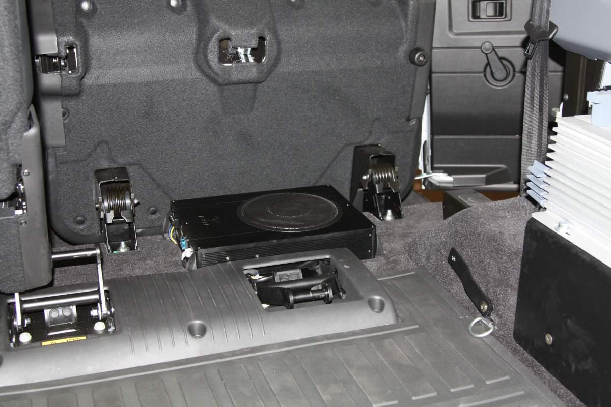 Land Rover Discovery >> Aktiver Subwoofer – Defender
