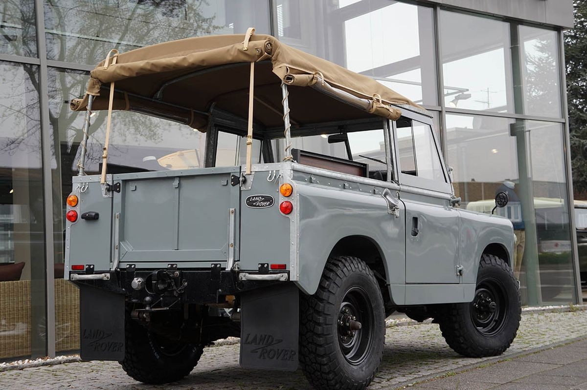 Land Rover 88 Series IIa Soft Top