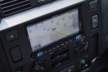 Integriertes 7-Zoll-Multifunktions-Navigationssystem – Defender